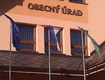 Omotané vlajky na stožiaroch